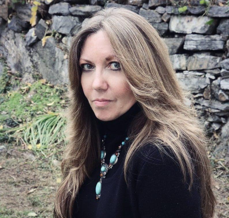 Lisa V. Proulx